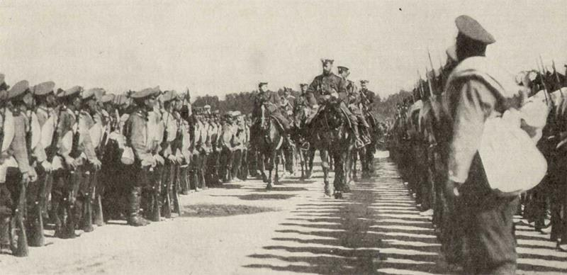 Император Николай Второй с войсками