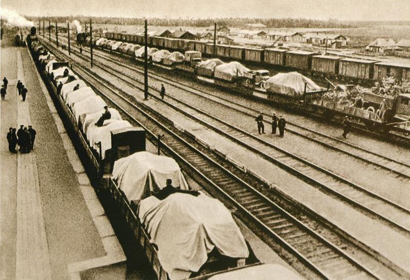 Эвакуация завода на восток по железной дороге