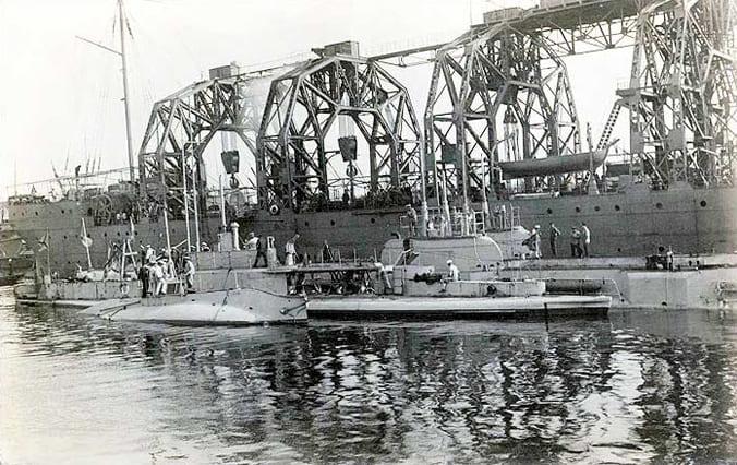 Столетний корабль «Волхов», спасатель подводных лодок, в составе российского ВМФ служит до сих пор