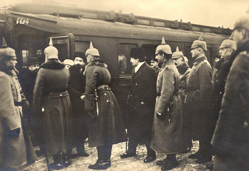 Прибытие советской делегации в Брест-Литовск для подписания мирного договора