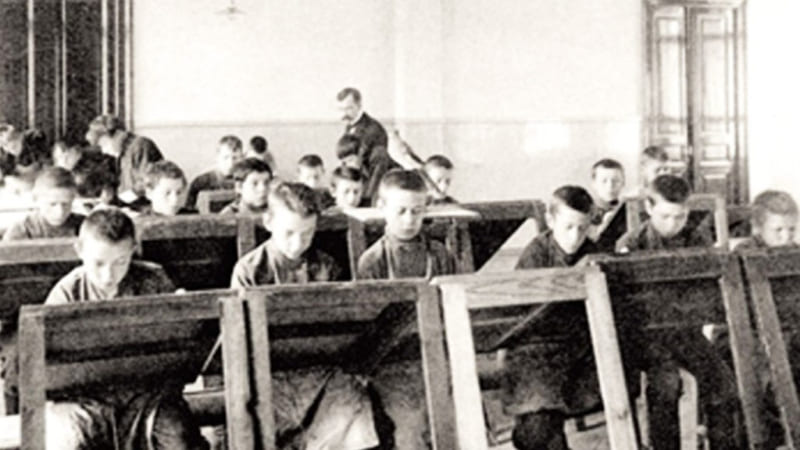 Школьное образование и грамотность в России к 1917 году