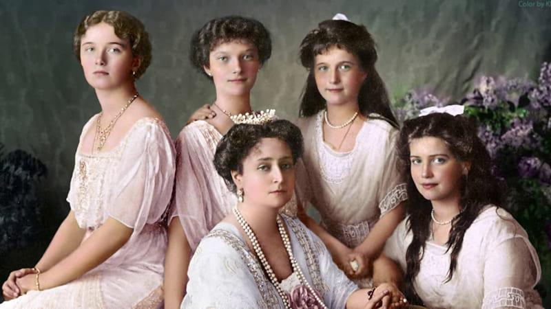 Александра Фёдоровна с дочерьми