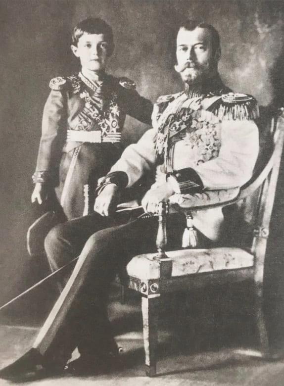 Император Николая II с Цесаревичем Алексеем